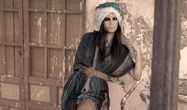 Los turbantes son un accesorio para el cabello característico de los años 50. Llévalos al estilo africano cubriendo toda la cabeza o úsalos en forma de bandada para un look más casual y sencillo. http://www.liniofashion.com.co/linio_fashion/accesorios-para-mujeres?utm_source=pinterest&utm_medium=socialmedia&utm_campaign=COL_pinterest___fashion_turbantes_20141121_18&wt_sm=co.socialmedia.pinterest.COL_timeline_____fashion_20141121turbantes.-.fashion