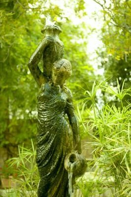 Love this statue.  We had a lamp like this ... in the 70's ... I loved it!