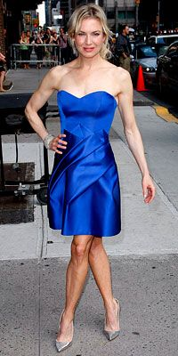 Who made Renee Zellweger's blue strapless dress?
