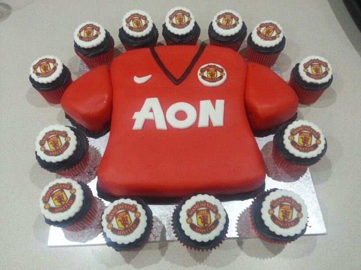 Manchester United cake and cupcakes - Brian's b'day