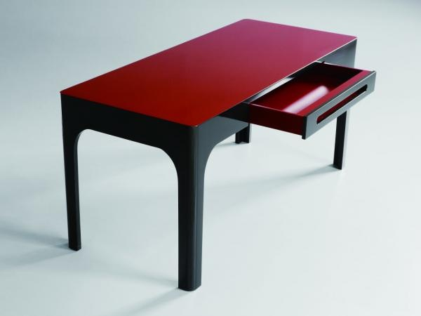 Xiang Desk, comes in other lacquer colours!