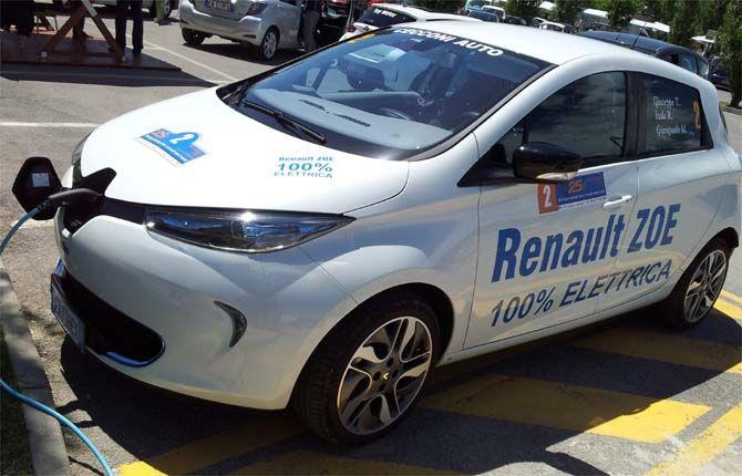 """25 Ore di Magione Energy Saving Race - gara di durata e di consumo per auto di serie - 100% elettrica Renault Zoe la più """"risparmiosa"""" del mercato - Repubblica.it"""