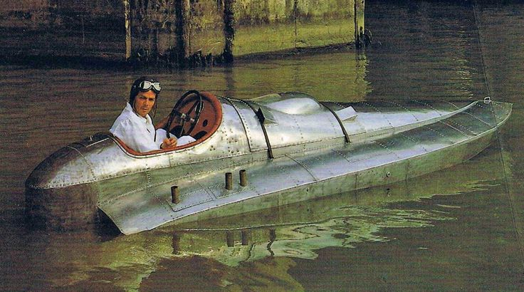 Berylla Ii British Racing Boat With A Inline 6 Cyl