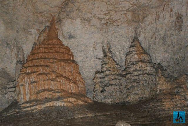 Peștera Măgura din România situată pe Valea Sighiștelului e una din cele mai frumoase, dar din pacate e închisă pentru conservarea coloniei de lilieci