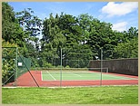 http://www.yeldersleyhall.co.uk/images/small%20images/gardens_tenniscourt_small.jpg