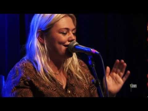 "▶ Elle King - ""Playing For Keeps"" (eTown webisode #299) - YouTube Love this girl! Great sound and a great person"