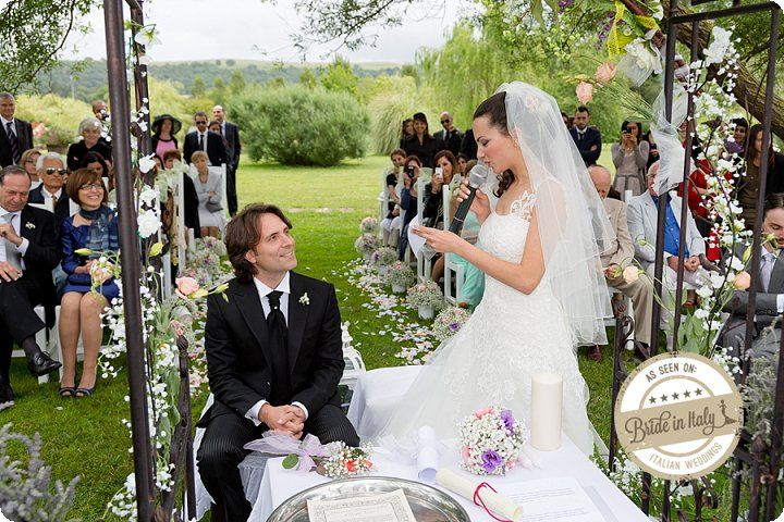 Tenuta di Polline near Roma, a lovely green lakeside garden for an outdoors symbolic ceremony. Ph Simone Nunzi http://www.brideinitaly.com/2013/11/simone-nunzi-bracciano.html #italianstyle #wedding