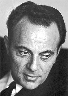 François Jacob, né le 17 juin 1920 à Nancy et mort à Paris le 20 avril 2013, est un chercheur en biologie français. En 1965, il est récompensé du prix Nobel de physiologie ou médecine. Il est chancelier de l'Ordre de la Libération de 2007 à 2011.