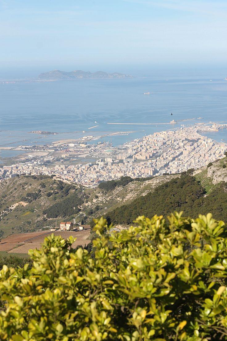 Trapani from above: http://dania-kontra-ania.blogspot.com/2015/05/sycylia-erice-sciacca-licata-mazara-del-vallo-trapani.html