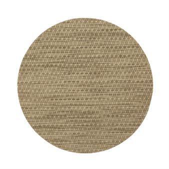 Sture bordstablett rund från Dixie ger det lilla extra till dukningen! Sture har ett klassiskt utseende med ett diskret och stilrent harlequinmönster som är fint att kombinera med valfritt porslin. Syntetmaterialet ger bordstabletten en blank finish och är enkelt att torka av. Välj din favoritfärg.