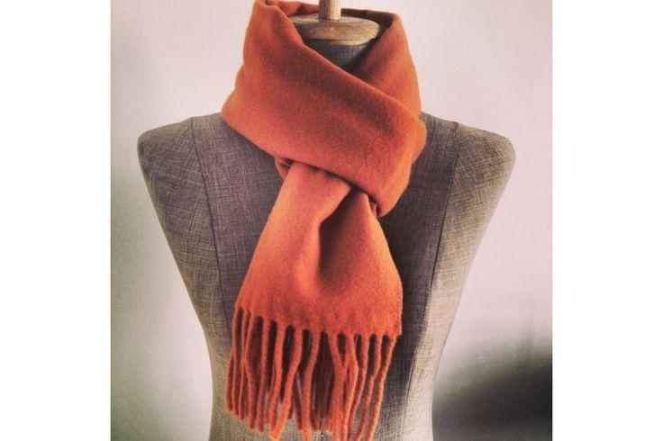 http://www.pashminacachemire.com/echarpe-lambswool/1117-echarpe-orange-laine.html Écharpe orange en laine corail pas cher - orange lambswool wool scarf man and woman