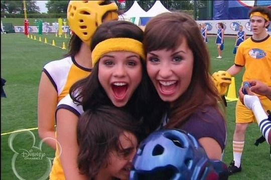#demi lovato#selena gomez#semi#friendship#disney#throwback#nostalgic#childhood#00s#2000s#one and the same#bff#hannah montana#old disney#vintage#inspiration#memories#moments#Disney Channel