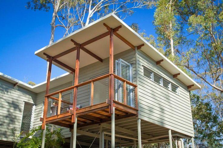 Practical and Inspiring Tree-House Granny Flat in Queensland, Australia - http://freshome.com/2015/01/28/practical-and-inspiring-tree-house-granny-flat-in-queensland-australia/