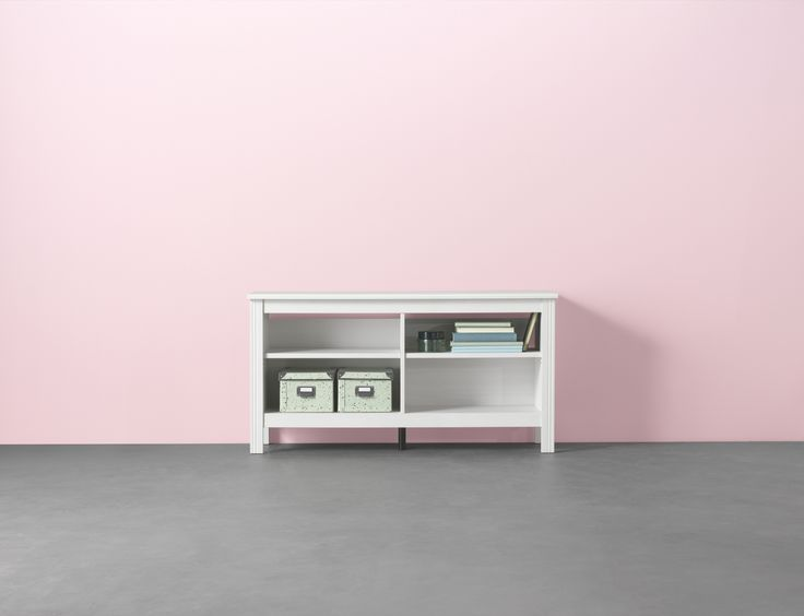 BRUSALI tv-meubel | IKEAcatalogus nieuw 2018 IKEA IKEAnl IKEAnederland opbergen wit snoeropening planken verstelbaar woonkamer FJÄLLA doos met deksel