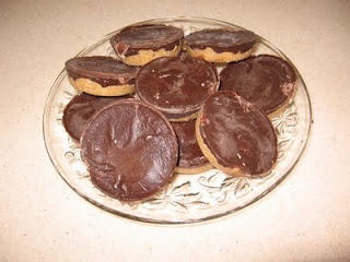 homemade 'healthy' PB cups: Berger Cookies, Pb Cups, Chocolates Peanut Butter, Amazing Peanut, Healthy Peanut Butter, Healthy Desserts, Peanut Butter Cups, Real Food, Homemade Peanut Butter