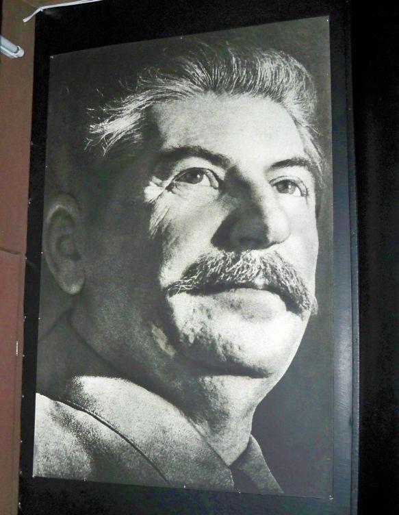 A grúz történelem gazdagsága és fordulatai múzeumok sokaságának létrejöttét eredményezték a dél-kaukázusi országban, de ezek közül a legismertebb kétségkívül annak az embernek a nevéhez és személyiségéhez kötődik, akit egyesek az emberiség legnagyobb zsarnokának és tömeggyilkosának, mások a világtörténelem valaha élt legkiemelkedőbb államférfiának és Grúzia legnagyobb fiának tartanak. Én sem tudtam kihagyni a Gori városában található Sztálin-múzeumot, amely (műfajában és hangulatában)…
