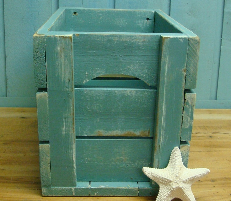 crate.Turquoise Crates, Boxes Side, Beach Cottage Style, Crates Boxes, Crates Side Tables, Beach Cottages Style, Wooden Crates, Pallets Projects, Bookcases Storage