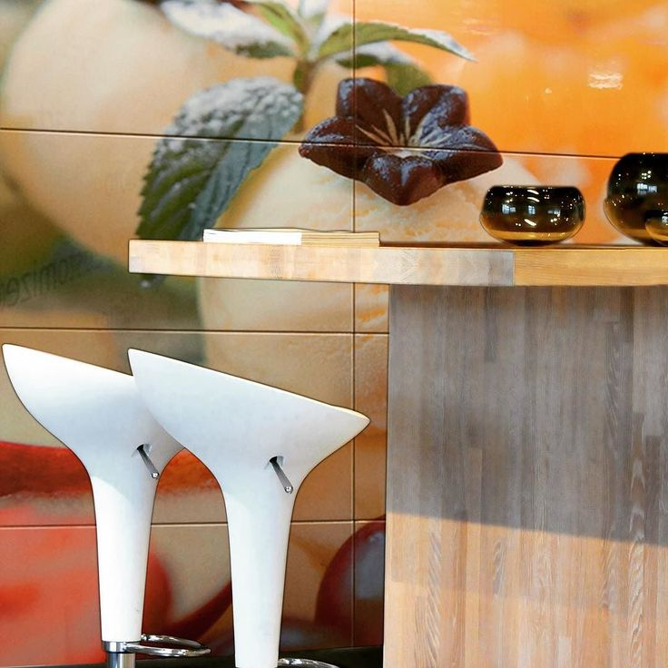 Släpp in färg i köket! #colorfulkitchen #kitchendesign #kök #restaurant #bardesign #tiledesign #köksinredning #köksrenovering #hotell #hotel #fotokakel #konstkakel #arttiles #custommade by everstyletiles