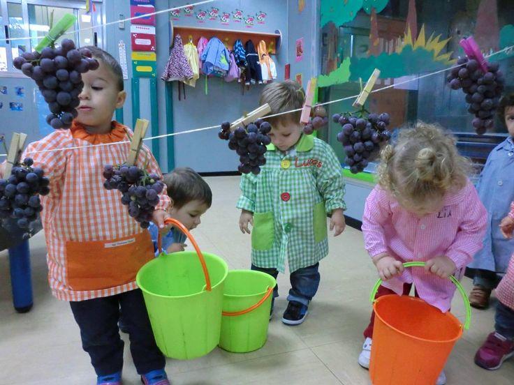 Ayuntamiento de Ames. Los niños y niñas de 1 a 2 años de la escuela infantil municipal O Bosque hicieron su propia vendimia