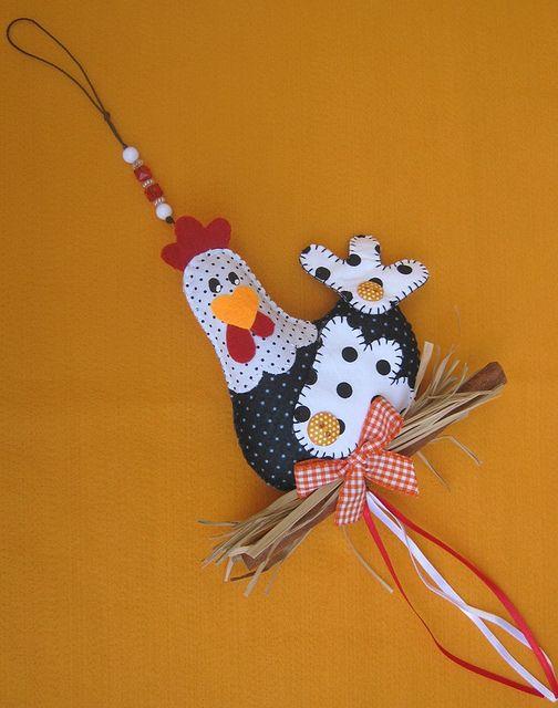 Pingente de galinha! by Arte & Mimos, via Flickr