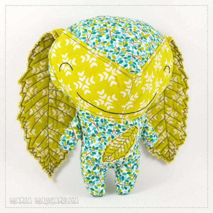 Ouriço sorridente   boneco de pano para bebés, peluche de tecido verde e azul para crianças, boneco de trapo feito à mão by MariaMascarilha on Etsy
