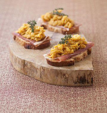 Tartines aux oeufs brouillés et jambon cru - Ôdélices : Recettes de cuisine faciles et originales !