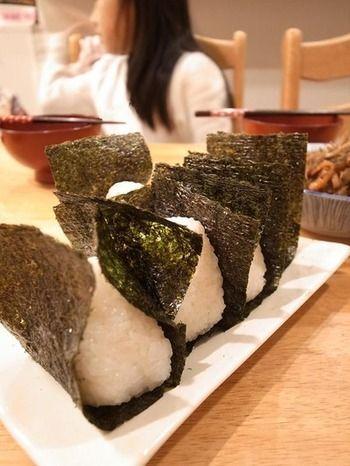 海苔は奈々人の様にあと巻きでパリっと食べると美味しいです。