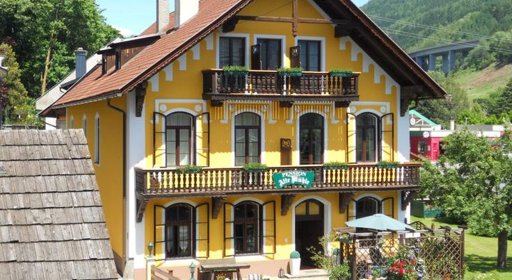 Pension Alte Mühle Gmünd Pension Alte Mühle is right next to the city wall of the Carinthian town of Gmünd, within a 2-minute walk from the historic centre and 300 metres from the Porsche Museum. Guests can enjoy a daily breakfast buffet and relax in the garden.