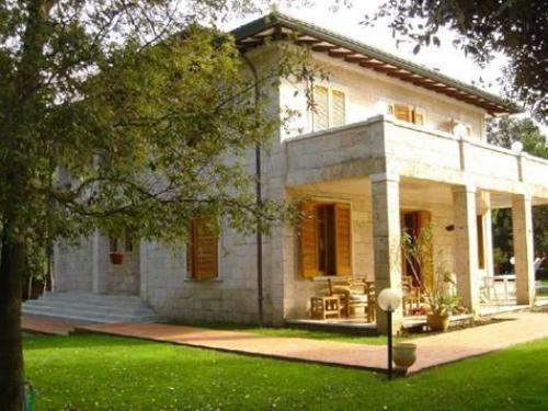 Property for sale in Tuscany, Lucca, Forte dei Marmi, Italy - Italianhousesforsale - http://www.italianhousesforsale.com/view/property-italy/tuscany/lucca/forte-dei-marmi/7055226.html