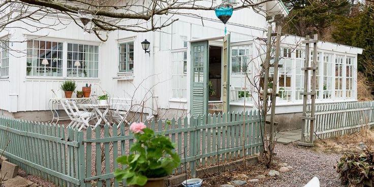 Buon pomeriggio… Per gli amanti dello stile nordico e del total white eccovi una fantastica casa svedese… la parola alle immagini… ...
