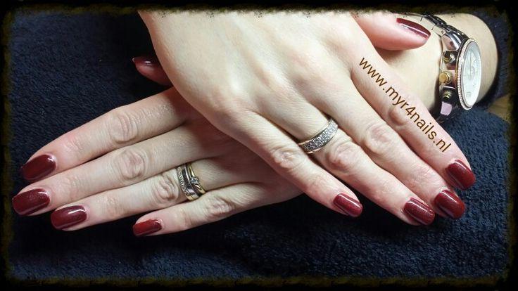 Mooie bordeaux rode nagels , miss wel voor de kerstdagen? Angelique is er blij mee!
