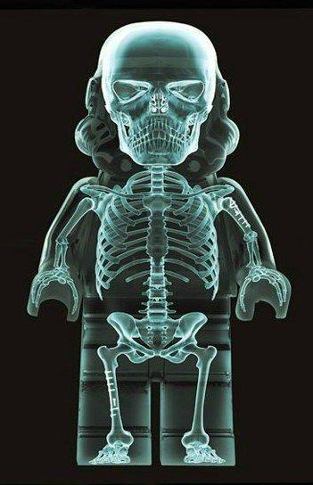 Radiografia de un Stormtrooper de Lego