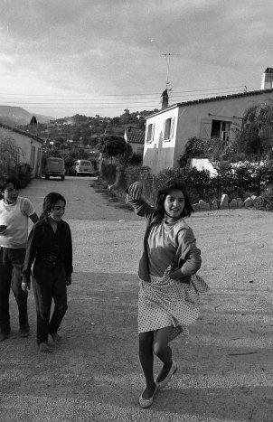 Petite danseuse tzigane à Plan de Grasse. Robert Doisneau, Juin 1969