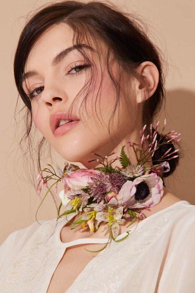 Bloom: fresh flower choker