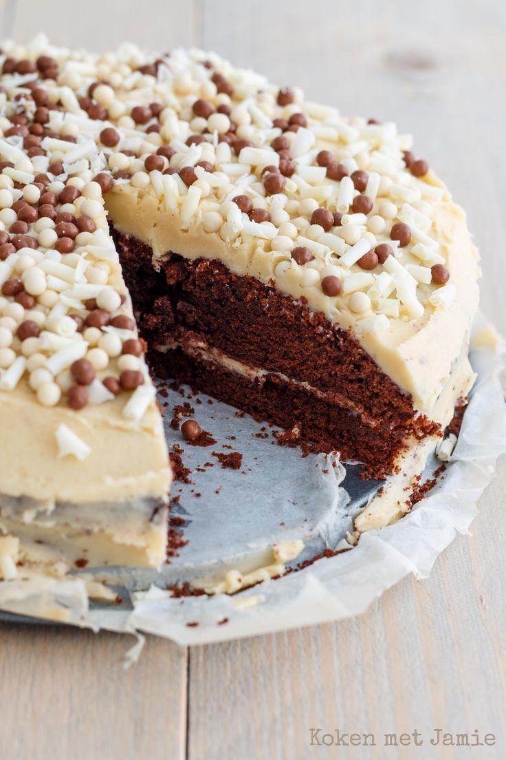Pure chocoladetaart met witte chocolade-baileysroom - Koken met Jamie