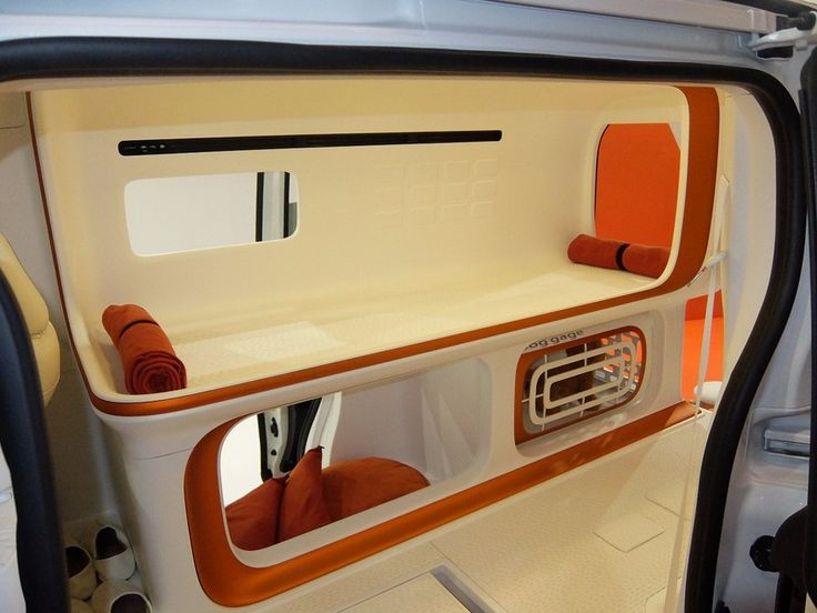 The human rest area is above the dog rest area, with both modeled on the Japanese capsule type of hotel