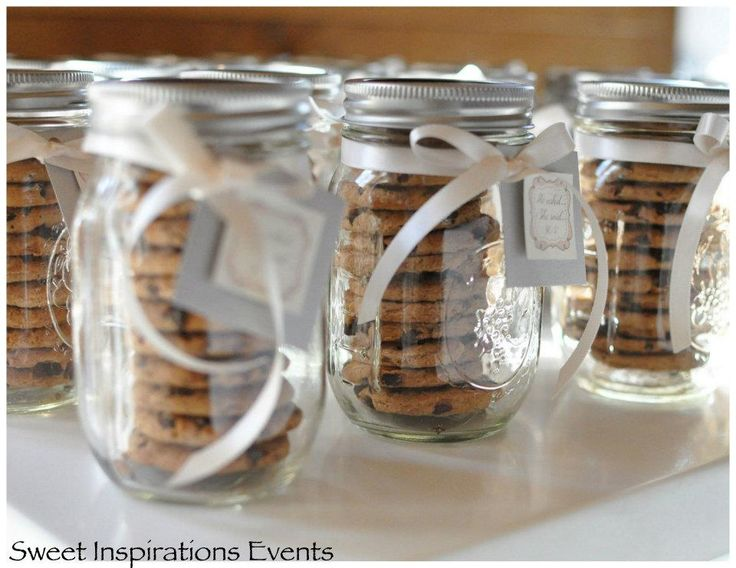 LOVE these mason jar cookie containers!!!!