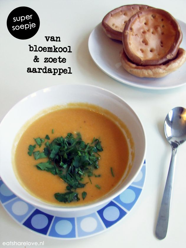 Ik had zin in soep vandaag, dus ik maakte een bloemkoolsoep met zoete aardappel en veel knoflook. Makkelijk, gezond en erg smakelijk.