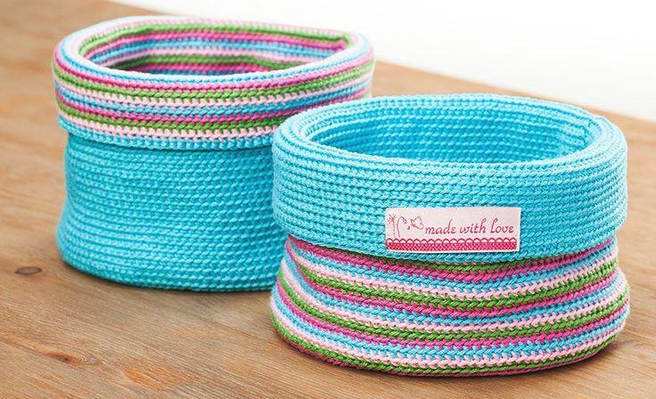 Gemacht: 2 Wende-Häkelkörbchen in blau-weiß-rot-leinen und weiß-pink-rosa-leinen. Trotz Garn lt. Anleitung und fester Häkelarbeit ist der Korb recht weich und instabil.