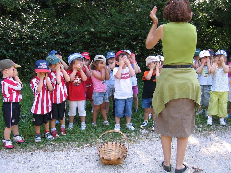 Haur Hezkuntzako ikasleekin bisita gidatuan. / Visita guiada con alumnas/os de Educación Primaria.