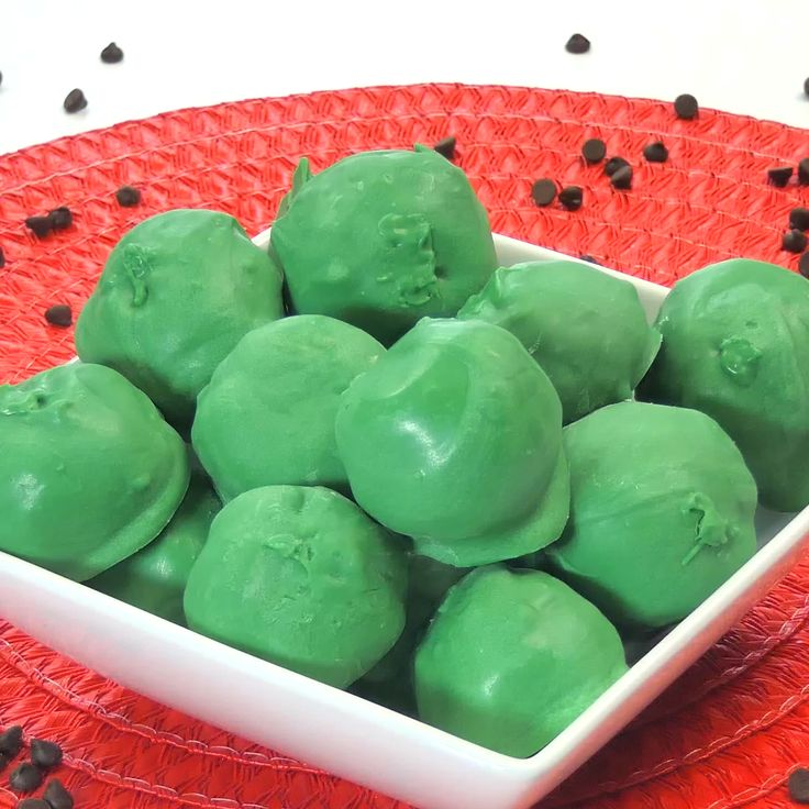 Watermelon cake ball recipe — so fun and so simple! Beautiful green and pink c…