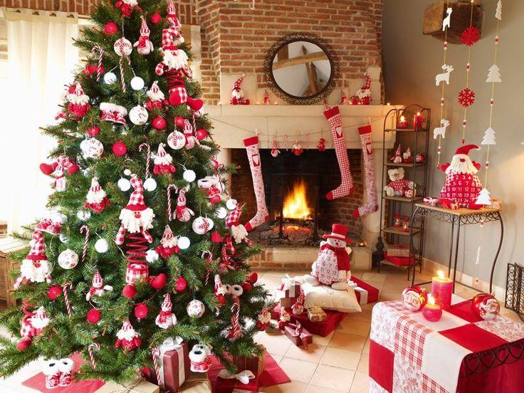 arbol navidad elemento fuego - El árbol se puede elegir en tonos rojos lo que le aporta un toque muy original pero el abeto verde también funciona bien para potenciar el elemento fuego ya que la madera alimenta el fuego en el ciclo de los elementos........ más en el blog http://infengshui.es/feng-shui-y-la-navidad-elegir-el-arbol-de-navidad/