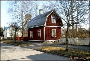 Kotitaloni, Tehtaankatu 16 Palosaaari.  Isoisäni Heikki Werneri Aromaa rakennetti talon heti kansalaissodan  jälkeen 1920-luvun  alussa.  Talo on edelleen paikoillaan ja yksi Palosaaren kauneimmista.