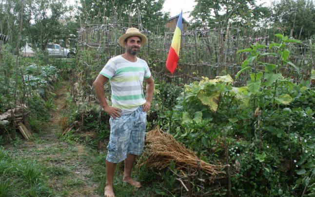 Liviu Leonti, un botoşănean de 40 de ani, spune că a găsit secretul recoltelor bogate cu bani puţini şi efort minim. Acesta practică un tip de agricultură numit permacultură, dar deţine şi secretul unor metode inedite de cultivare a legumelor despre care spune că erau folosite inclusiv acum 2.500 de ani.