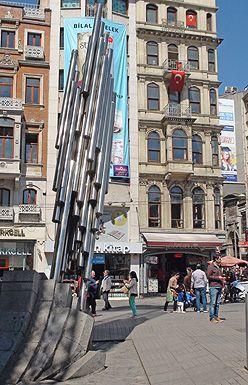 Bir başka metal heykel ise Beyoğlu Galatasaray Meydanı'na 50. Yıl anıtı olarak dikildi.
