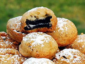 Fried Oreos.  Wow.  Could you ask for a more perfect but extremely calorie loaded desert ?  Mmm !