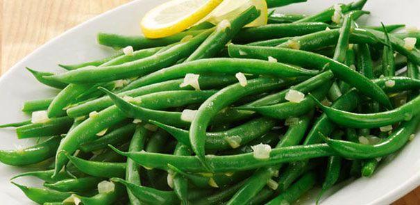 Le braisage des légumes relève toute la saveur des haricots verts.