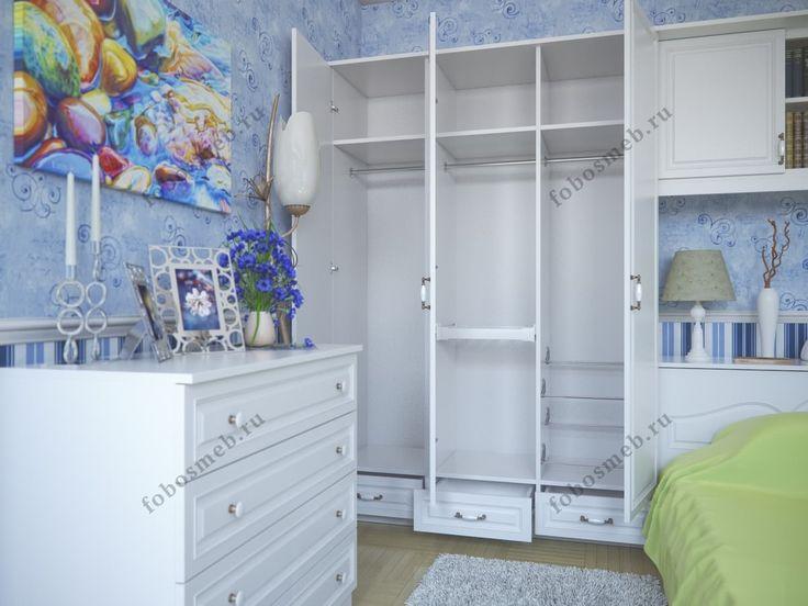 На фото: Шкаф изнутри для женщины включает брючницу, обувницу и штанги. В фасад добавлено зеркало.
