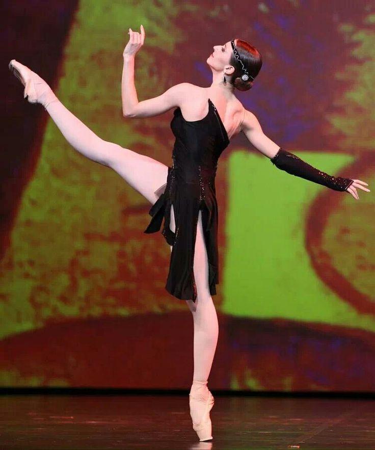 Anna Tikhomirova (Bolshoi Ballet) /photo by Stas Levshin. Ballet beautie, sur les pointes !