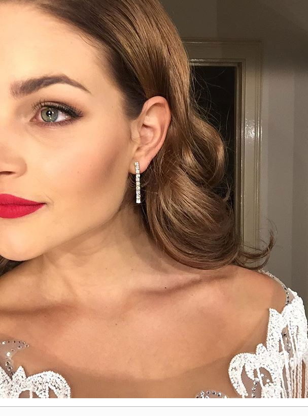 Rolene Strauss was breathtakingly beautiful with coils of leaf-brown hair and subtle, yet very striking Rose Gold Diamond Line Earrings at the 2017 Miss South Africa